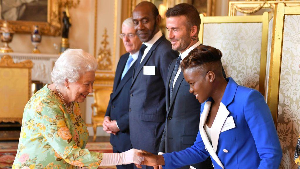 Personalidades del deporte, la política y la televisión se citan con la Reina de Inglaterra