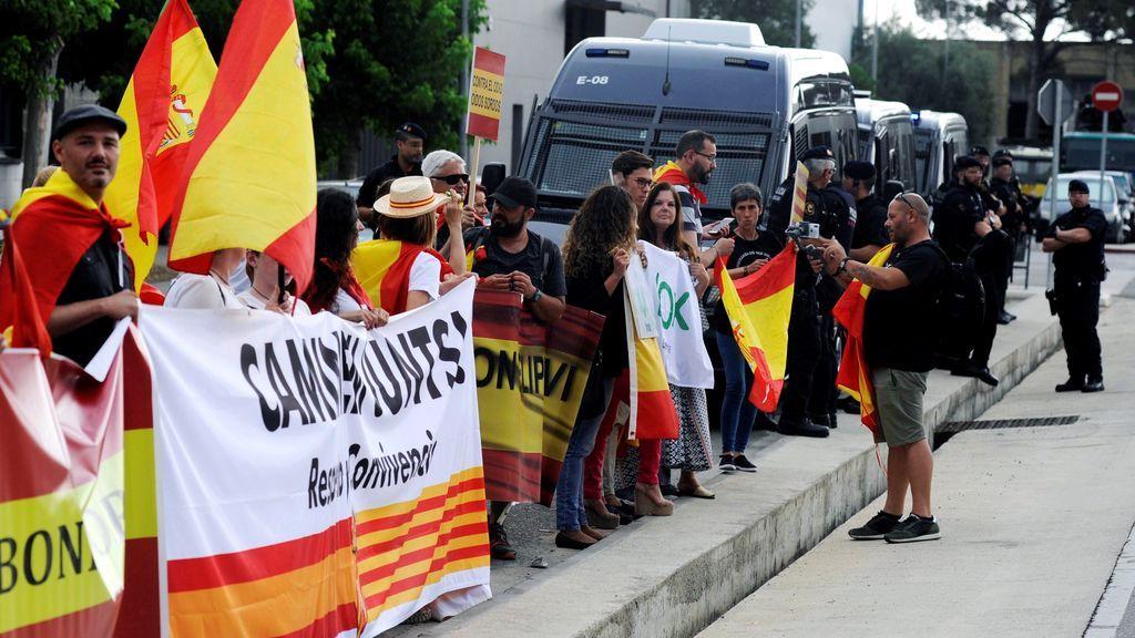 Concentraciones a favor y en contra de la presencia del Rey en Girona
