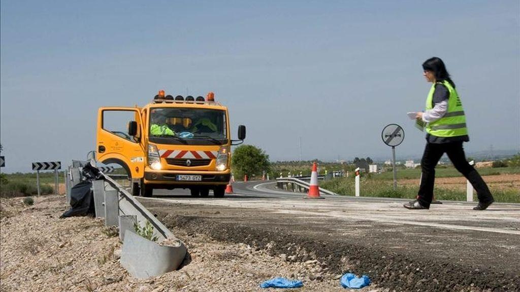 Ocho heridos leves al chocar un camión y un autobús en Lleida