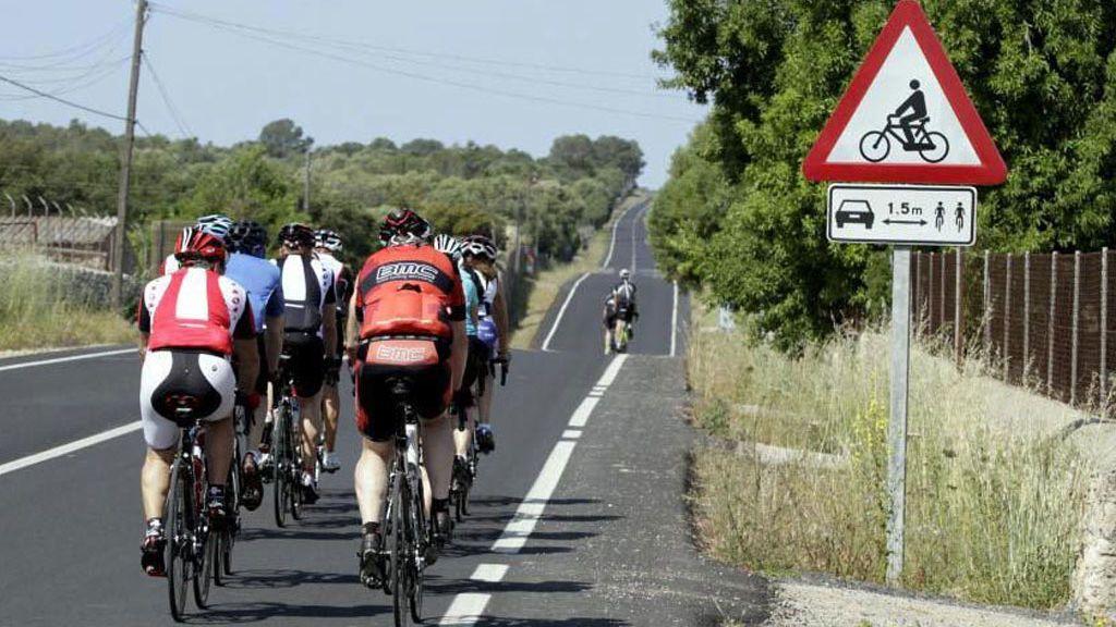 Mueren dos ciclistas tras ser atropellados por un turismo que se dio a la fuga en la localidad leonesa de Matallana de Valmadrigal