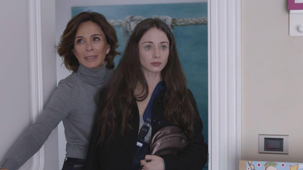 Lydia Bosch (Lidia) y Elena Rivera (Paula), en la serie de Telecinco, 'La verdad'.