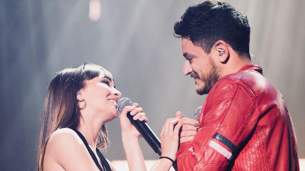 """""""Aiteda se ha comido la boca"""": las reacciones en redes tras el beso robado entre Aitana y Cepeda"""