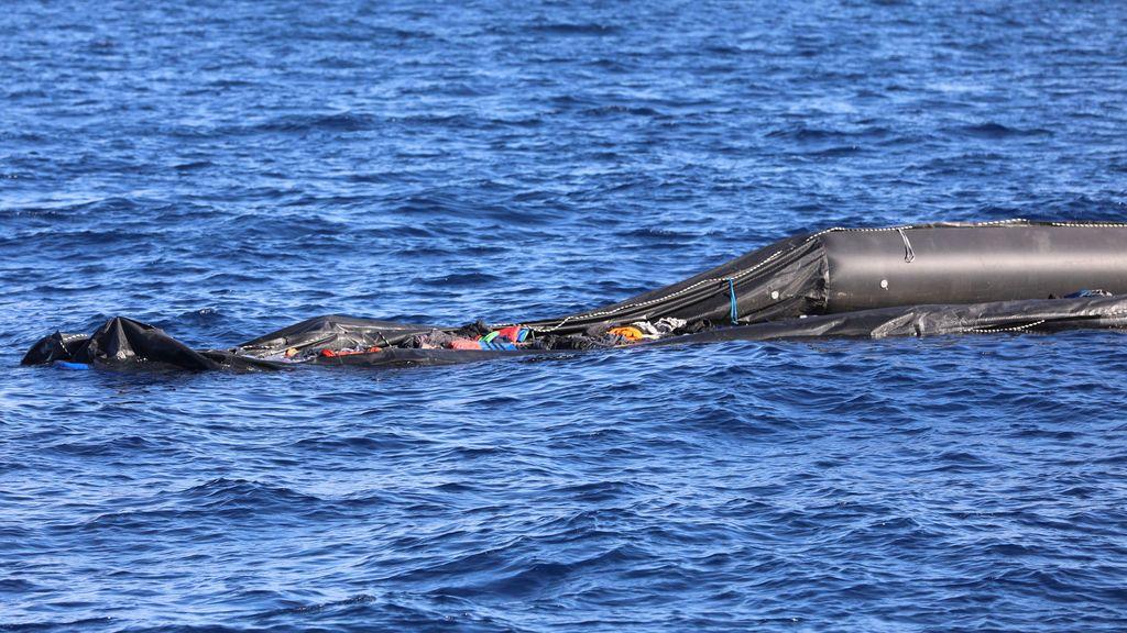 Mueren unos cien migrantes por el naufragio de su embarcación frente a Libia