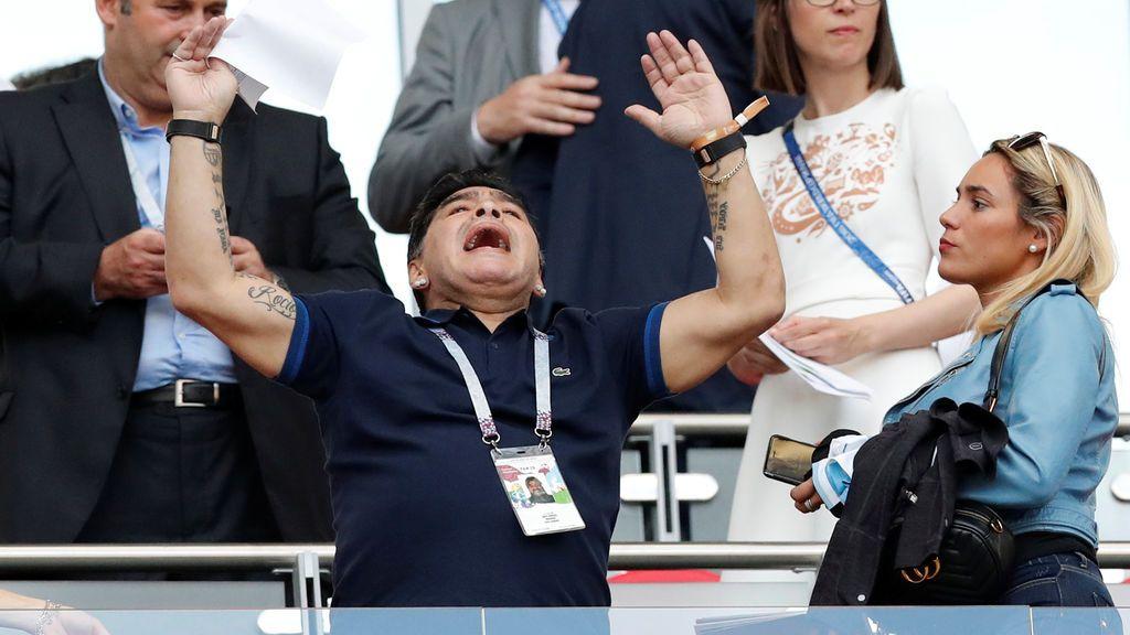 Maradona reapareció tras su lamentable imagen: así vivió la eliminación de Argentina