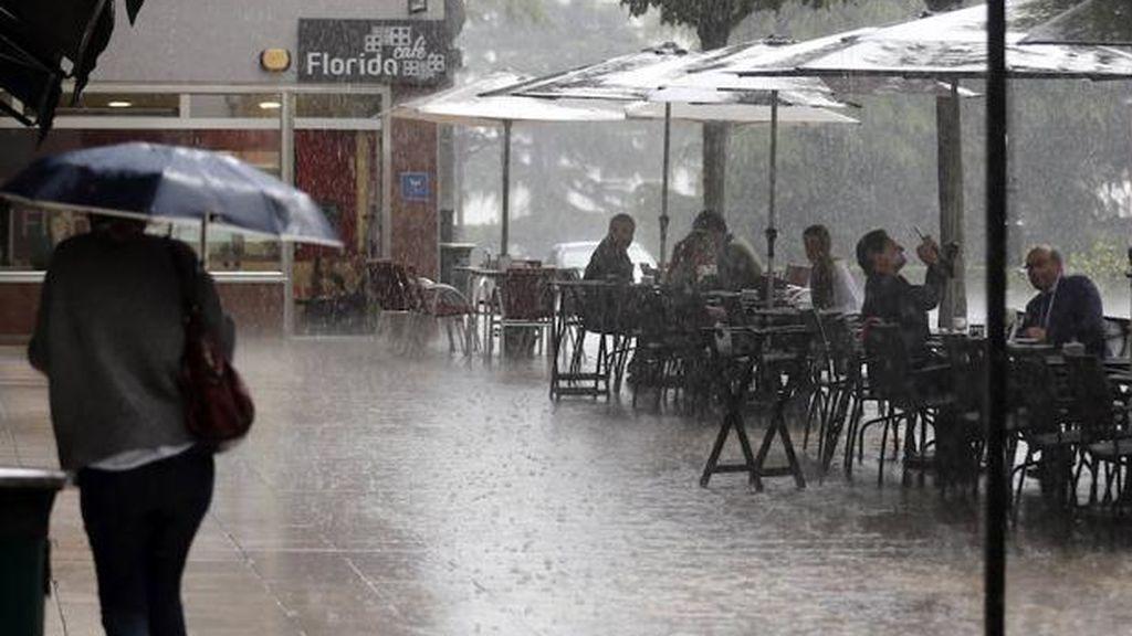 Junio se despide con 14 provincias en riesgo por lluvias y tormentas