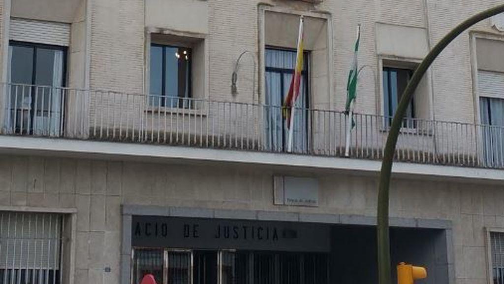 Condenada a año y medio de cárcel por encerrar a su hijo de siete años con cadenas en Huelva