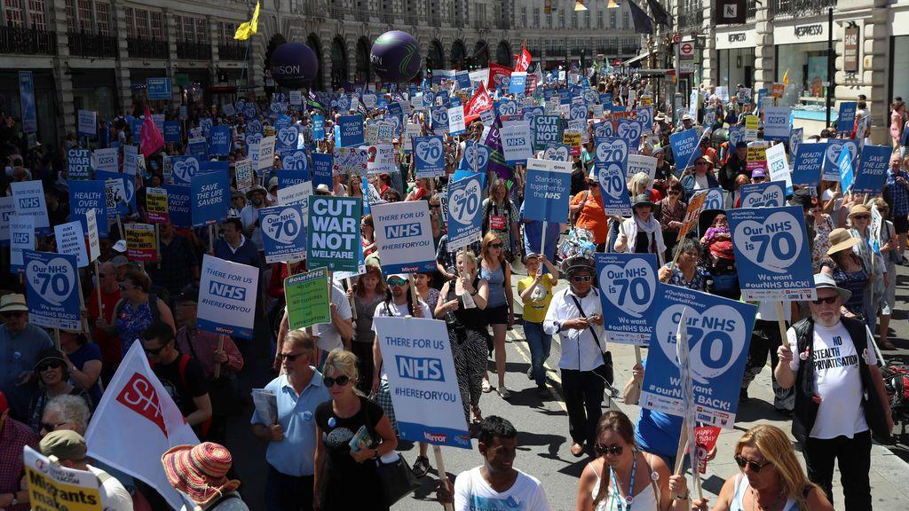 Manifestación en Londres en defensa de la sanidad pública