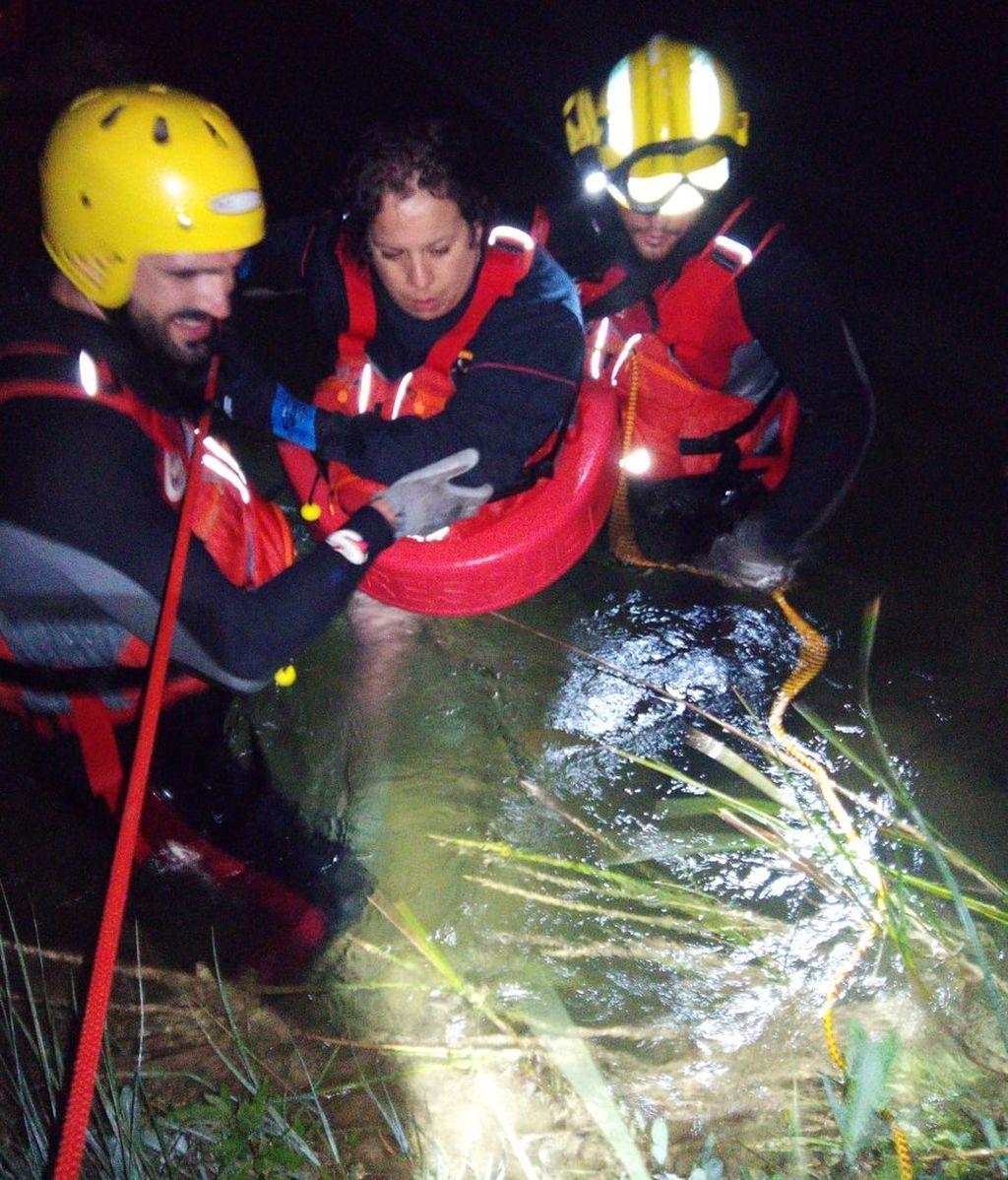 Rescatan a una familia atrapada con su barca en el Alto Tajo en Guadalajara