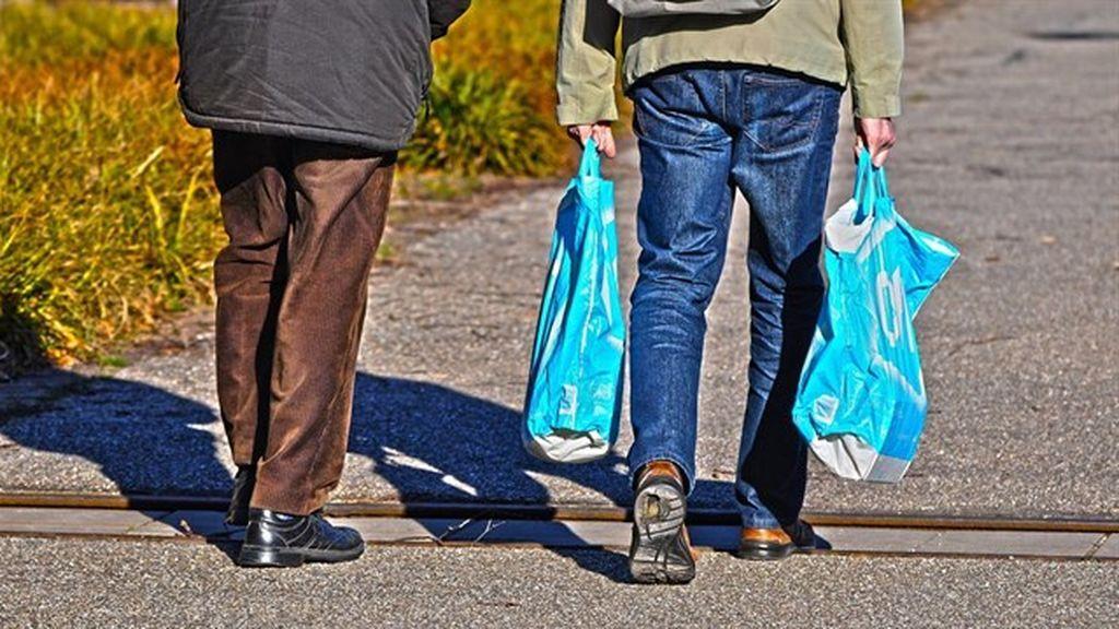 Las bolsas de plástico empiezan a cobrarse como paso previo a su prohibición