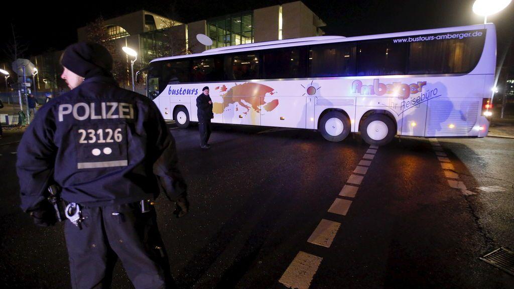 Un autobús escolar con 42 menores choca contra una ambulancia al ir de campamento