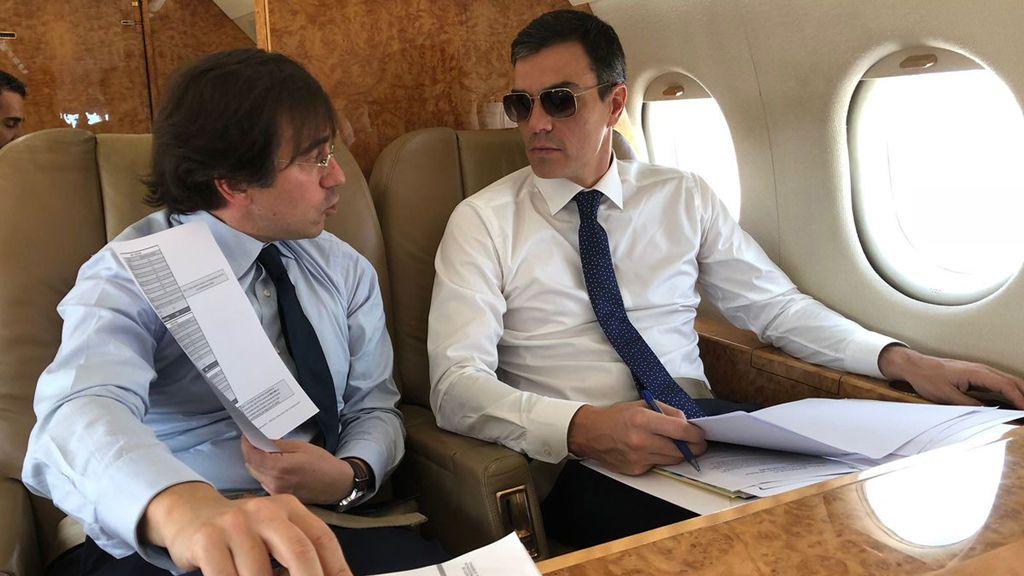"""El PP se mofa de los posados de Sánchez y pregunta si sus gafas de sol eran """"graduadas"""""""
