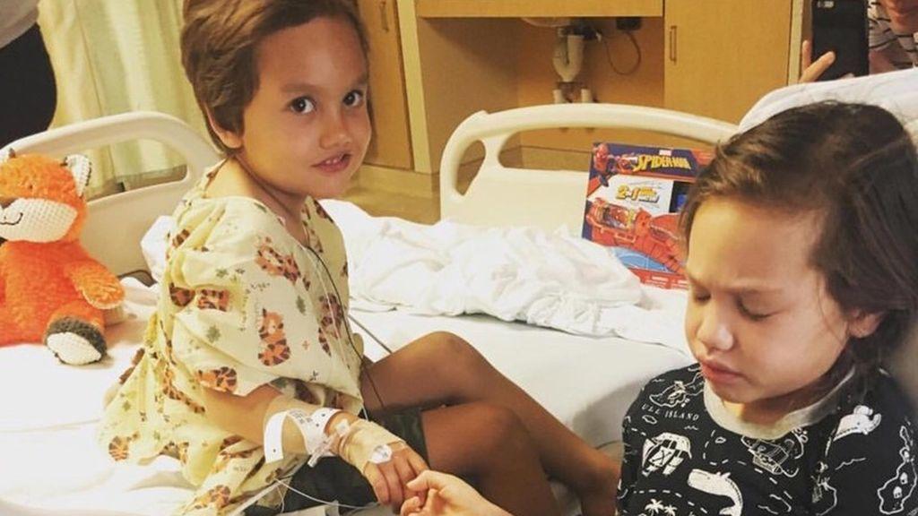Dos hermanos, de cuatro y seis años, diagnosticados con cáncer cerebral con dos semanas de diferencia