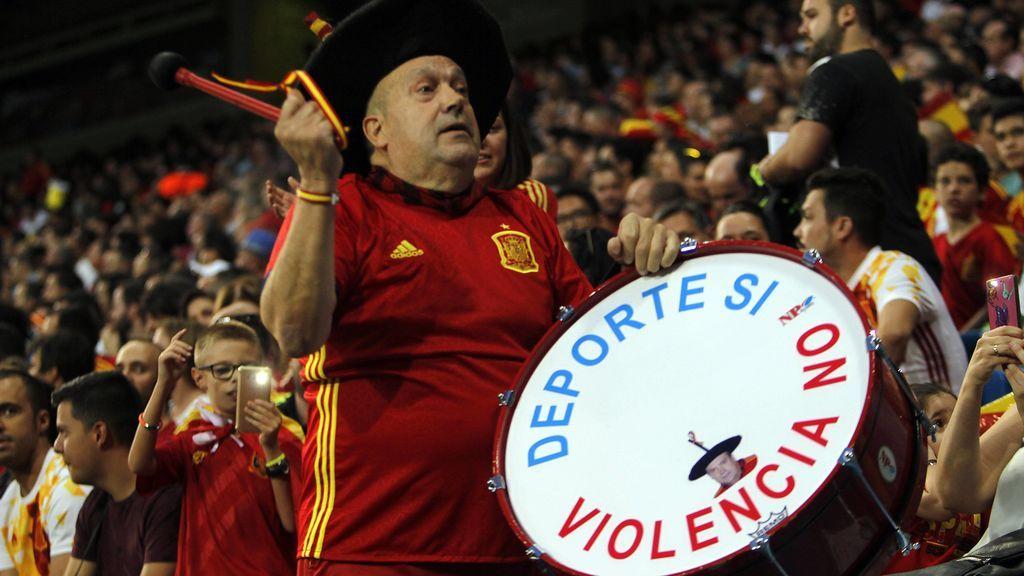 'Manolo el del Bombo' también deja la selección: no viajará más con España