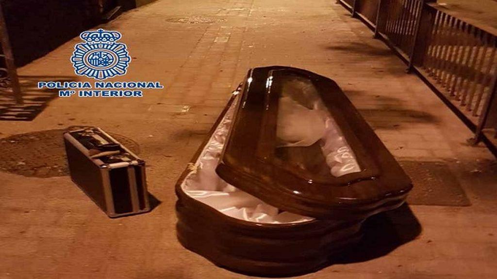 Tres personas en prisión por robar un ataúd en Canarias