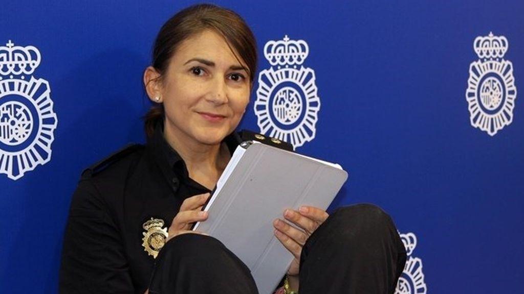 Carolina González, la community manager de la Policía Nacional, ficha por Moncloa