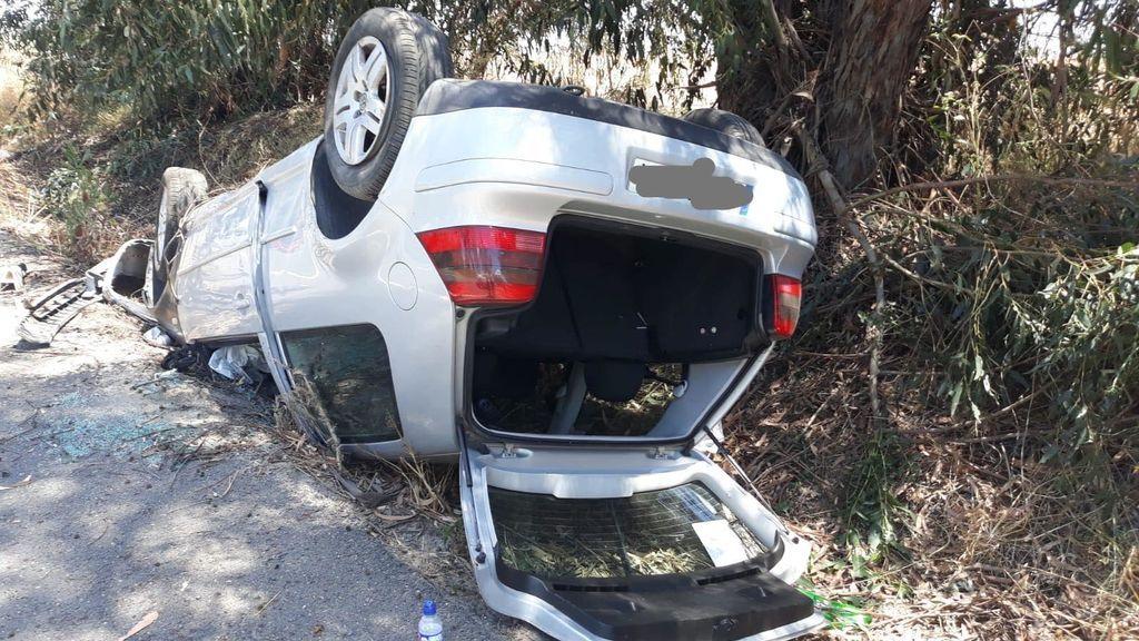 Un niño de 11 años herido ayuda a salir a otras tres personas tras sufrir un accidente de coche en Huelva