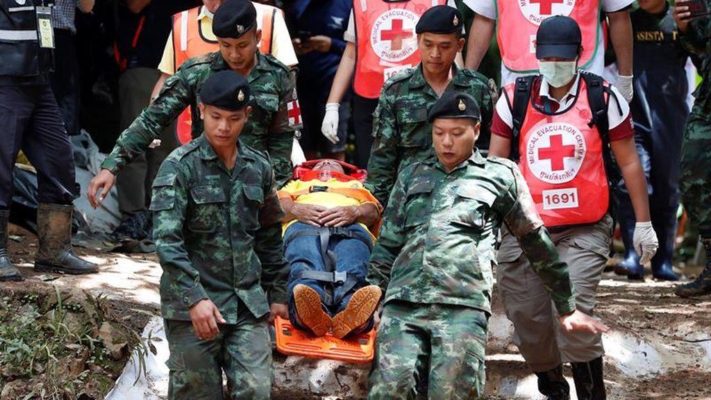 Tailandia evacúan a los niños atrapados en la cueva