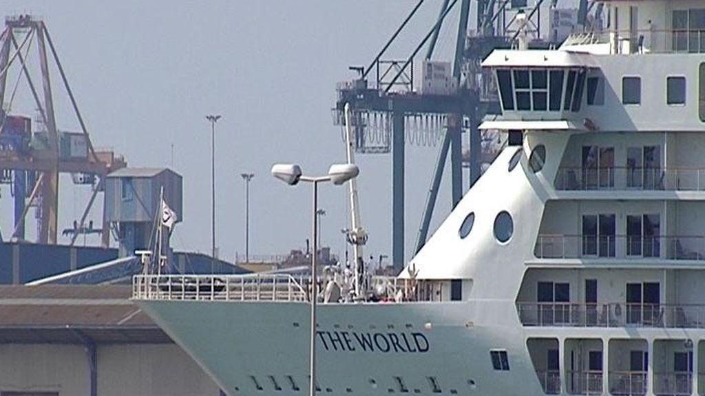 Un barco de millonarios atraca en Valencia