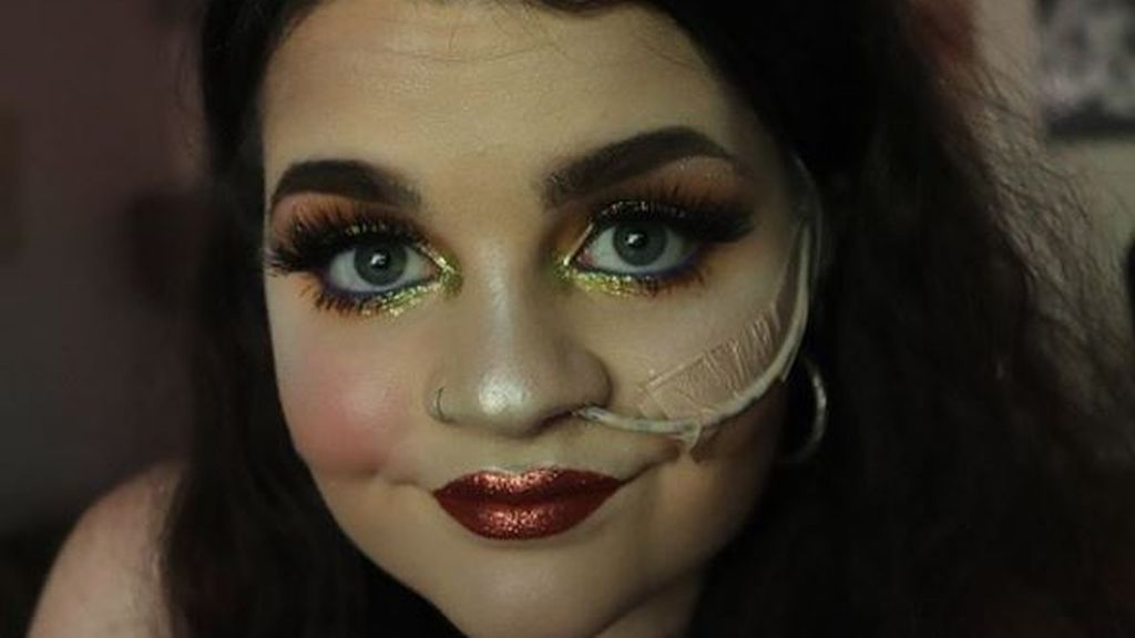 Una sonda gástrica no puede con el sueño de ser maquilladora de una joven