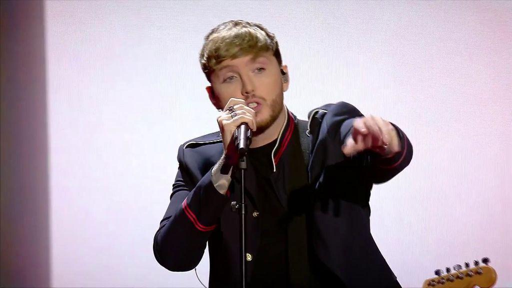 ¡Comienzo apoteósico! James Arthur actúa en la final de 'Factor X' y le lanza un mensaje a los concursantes