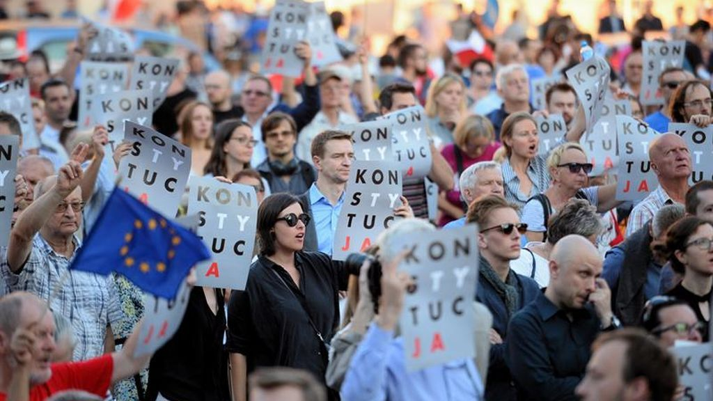 Varsovia se levanta en contra de la reforma judicial