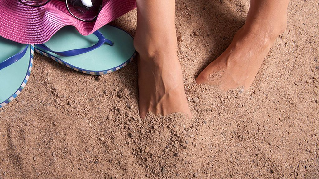Talones agrietados: cinco trucos para no ir escondiendo tus pies en chanclas