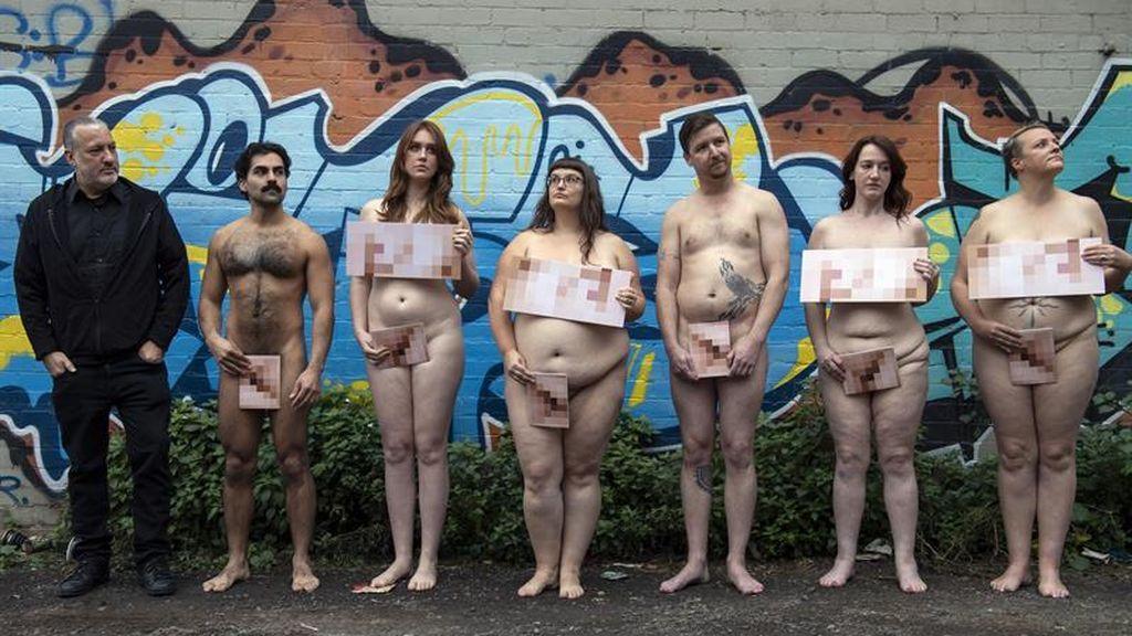 Tunick vuelve a la carga con sus retratos nudistas