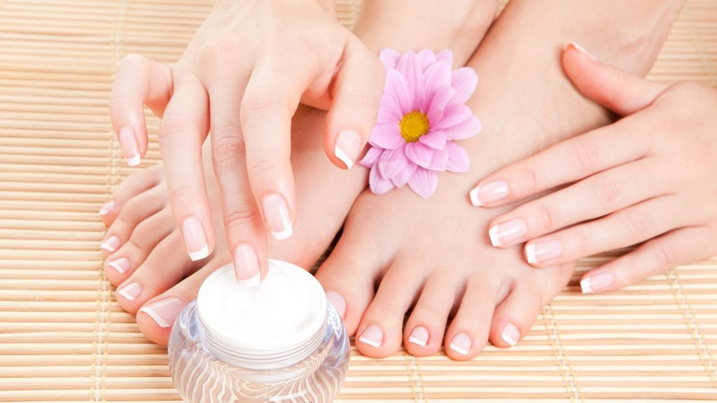 Tips-for-your-hands-and-feet-in-summer