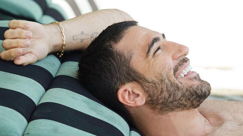 Cambio de look:  Miguel Ángel Silvestre se tiñe el pelo de verde con su sobrino