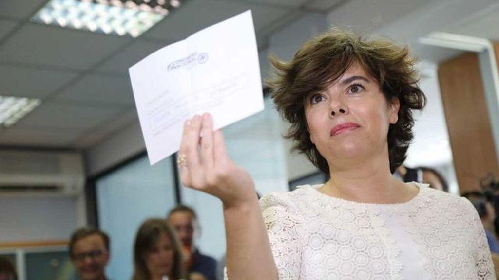 Soraya Sáenz de Santamaría, votando