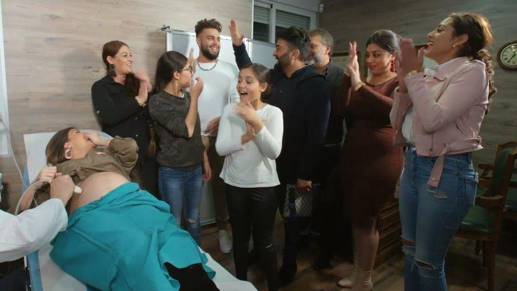 La familia Jiménez conoce el sexo del bebé entre lágrimas de emoción
