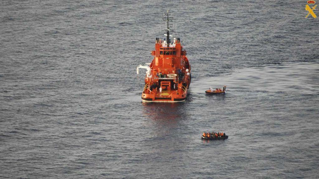 Rescatadas 167 personas de tres pateras en aguas de Almería