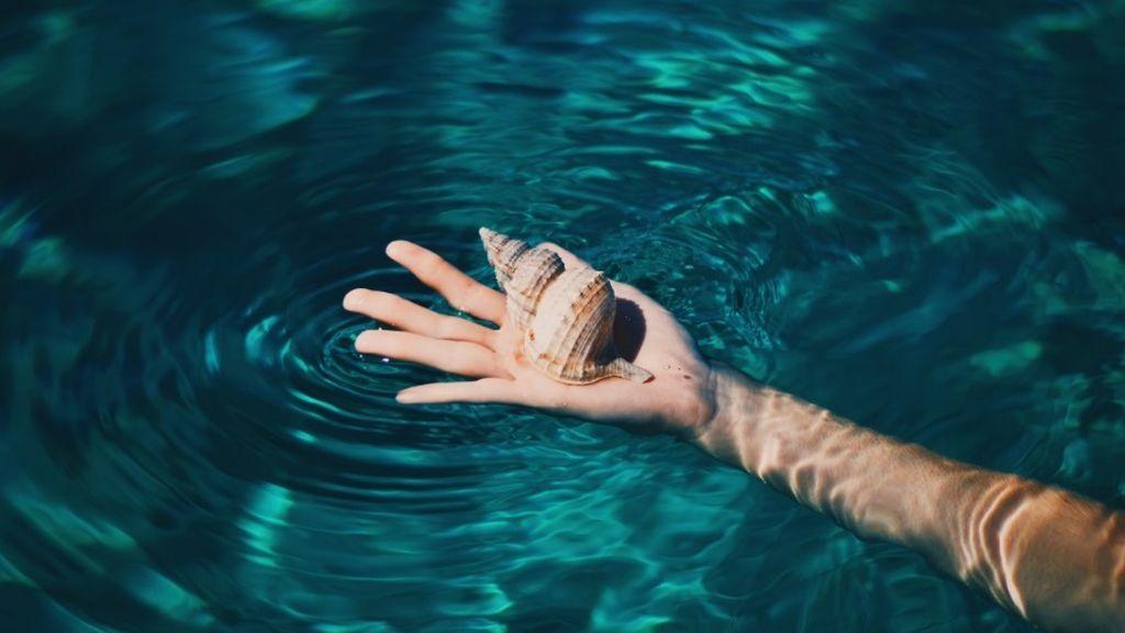 manos agua