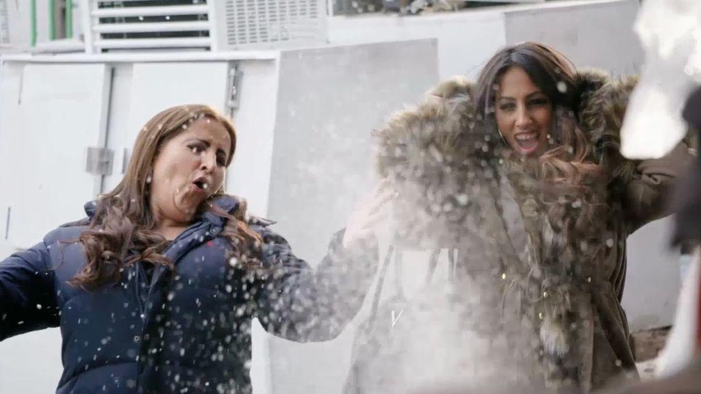 Las Salazar se vienen arriba y encargan una estatua de hielo para la 'baby shower' de La Rebe