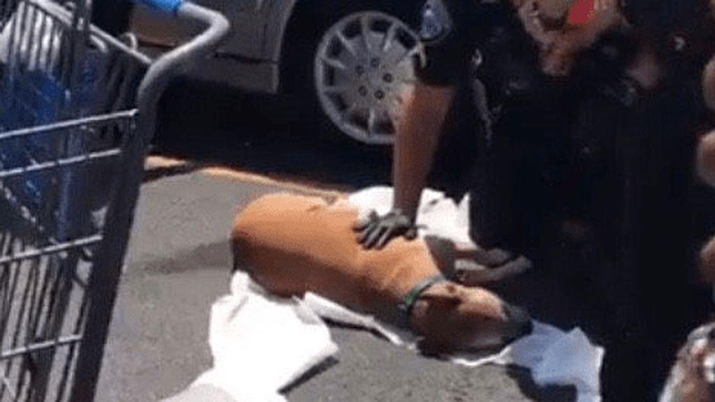Muere un perro después de pasarse siete horas dentro de un coche