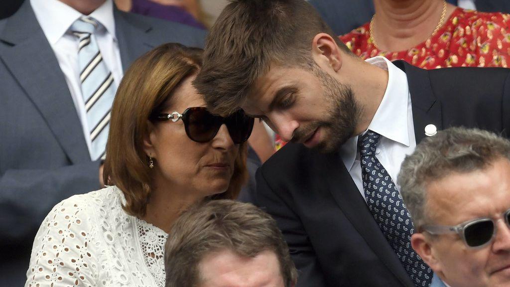 Mano a mano: analizamos qué hace Piqué en las gradas del tenis con la madre de Kate Middleton