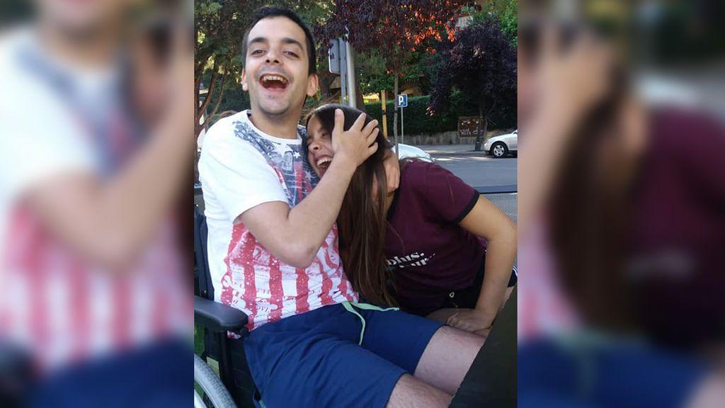 Germán, que estuvo en coma tras recibir una brutal paliza en Gijón, vuelve a sonreír