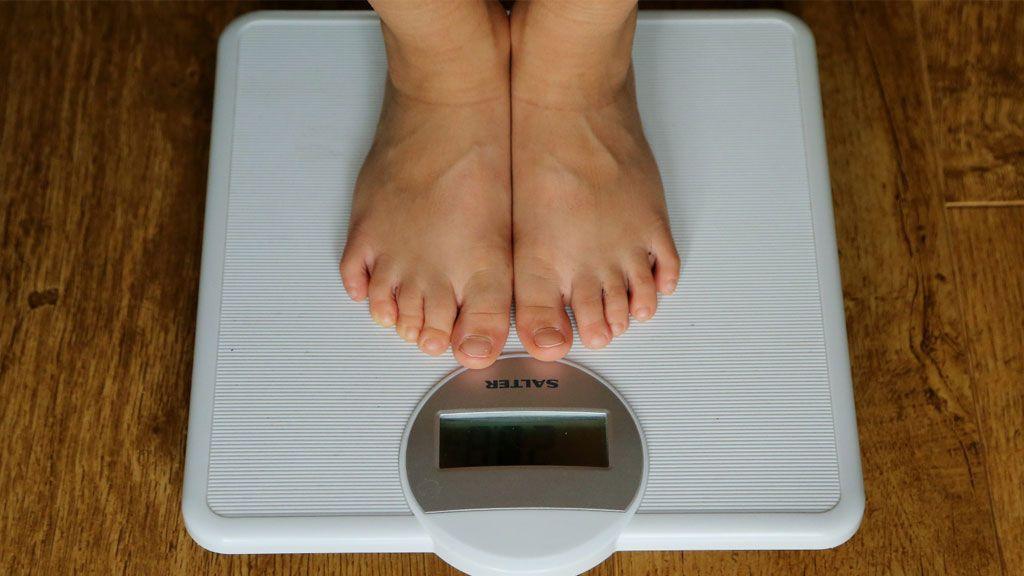 Bajar de peso rápidamente puede provocar estos problemas para la salud