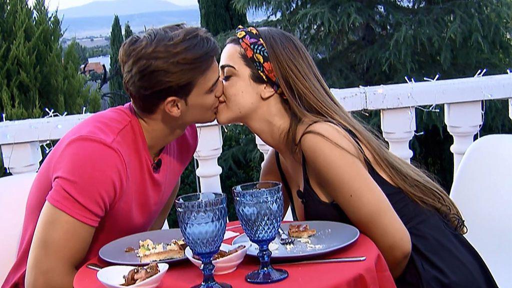 Cita sin cámaras Violeta y Pedro (parte 3): no faltó el momento romántico