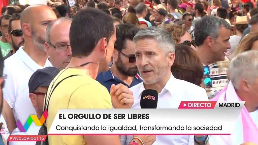 """El ministro Grande-Marlaska: """"El orgullo es algo lúdico, pero lo fundamental es de reivindicación"""""""