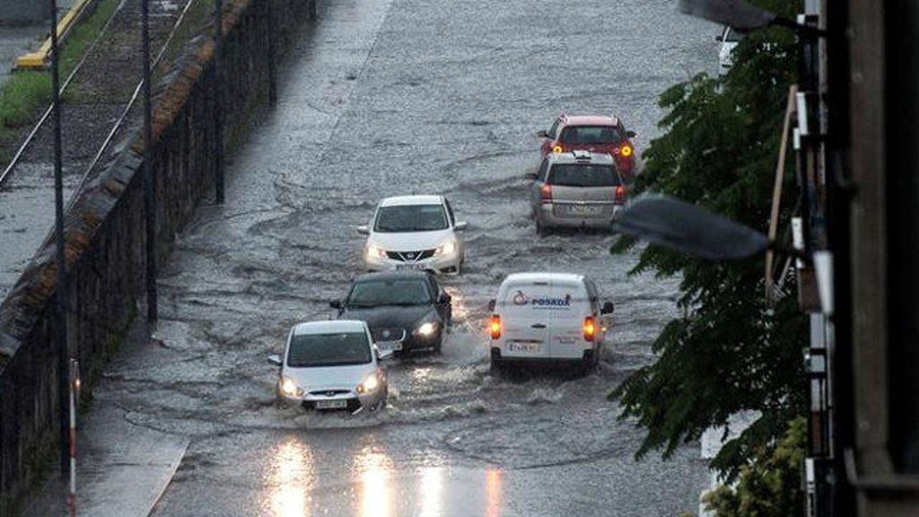 Las tormentas causan inundaciones en Ourense y dejan en alerta a Galicia