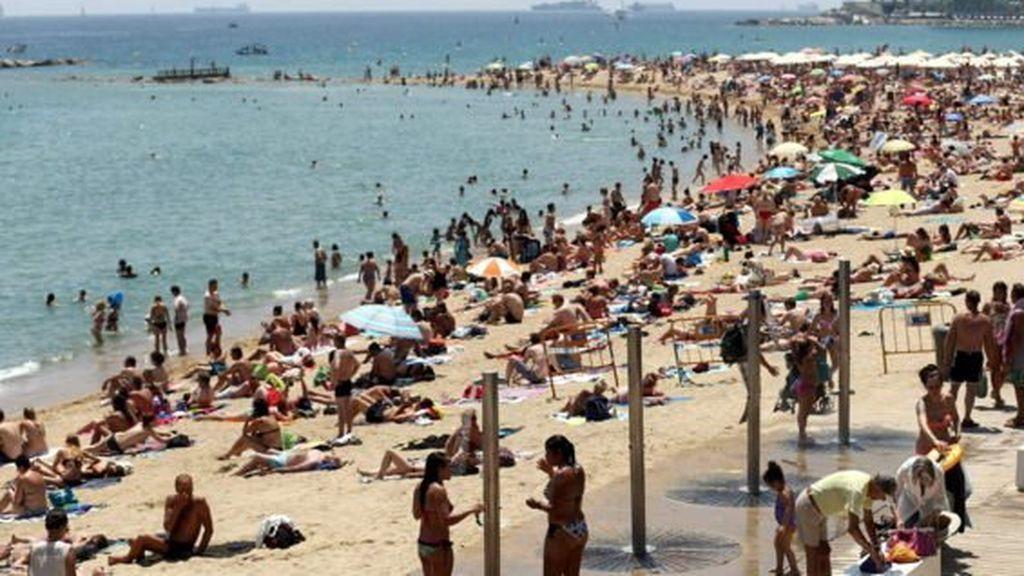 Una mujer muere ahogada en una playa de Barcelona