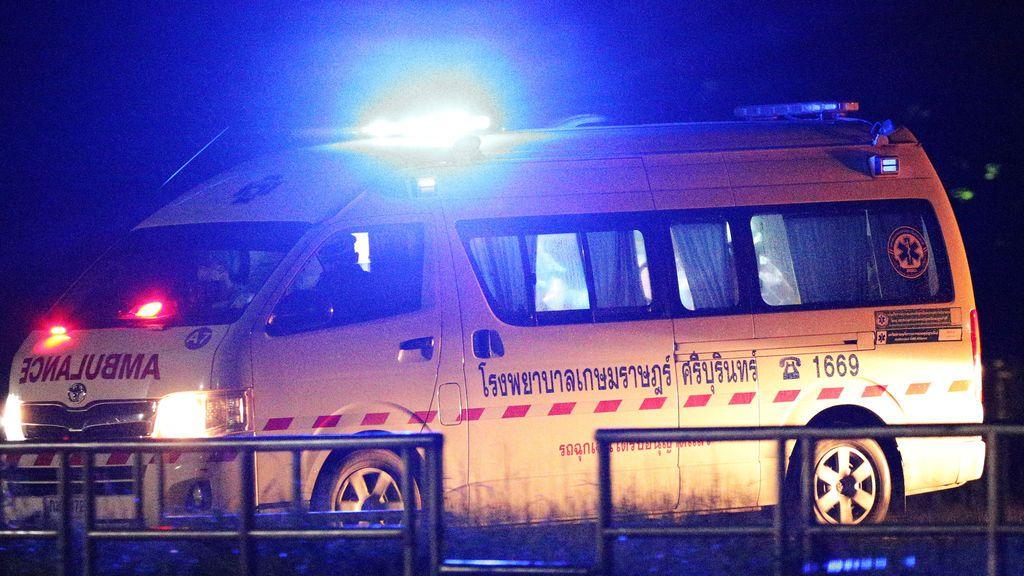 Rescatan a cuatro niños futbolistas atrapados en cueva de Tailandia