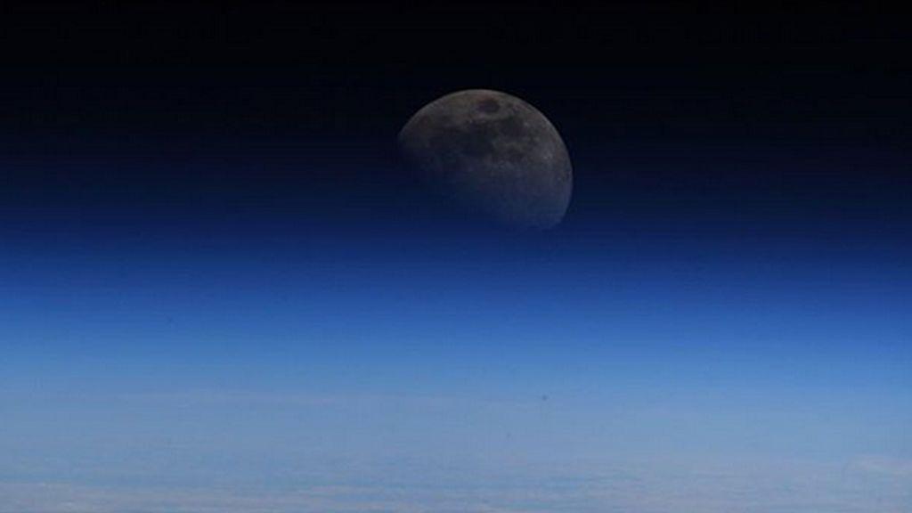 La NASA publica una imagen de la Luna desde la Estación Espacial Internacional que se convierte en viral
