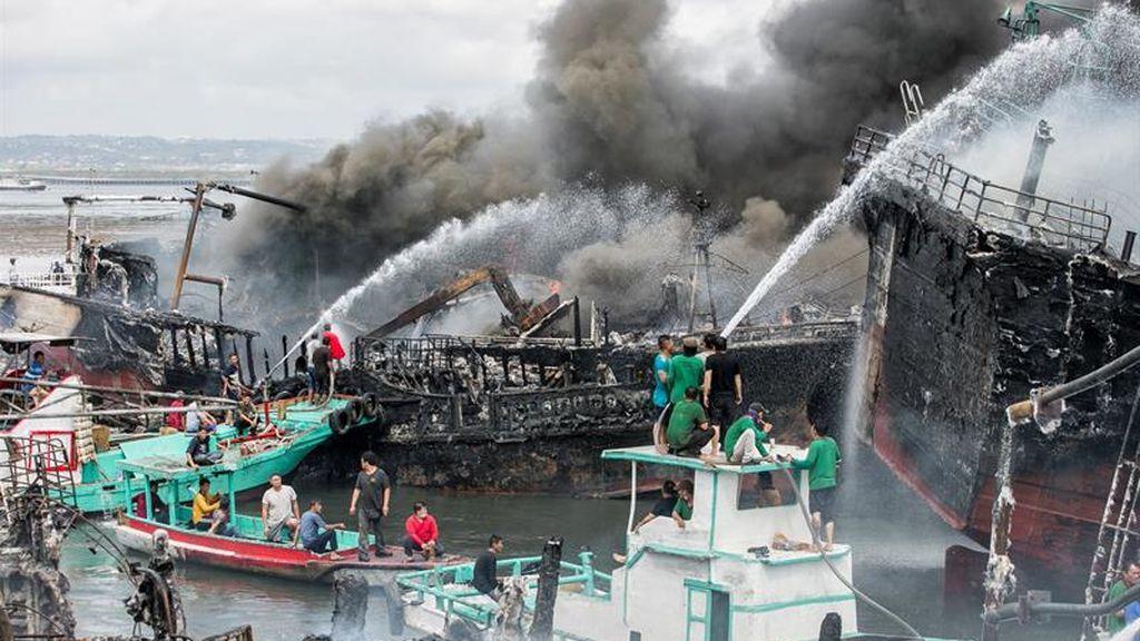 Extinción del incendio en Bali