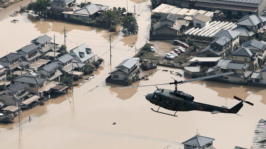 El paso de las fuertes lluvias en Japón
