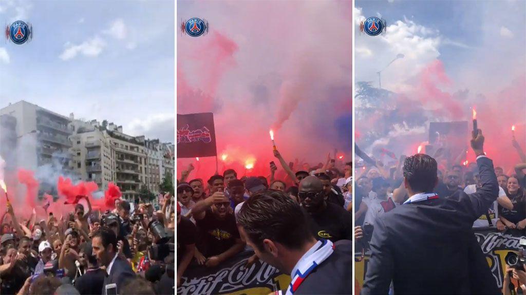 Buffon ya conoce a los ultras del PSG: así canta y empuña una bengala junto a ellos