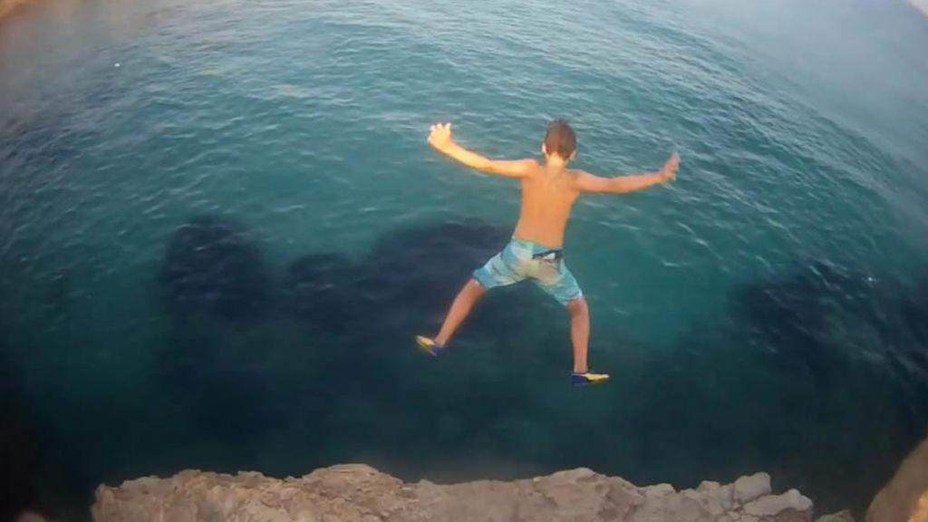 Un Nino De 14 Anos Herido Tras Saltar Al Mar Desde Una Roca En El Campello