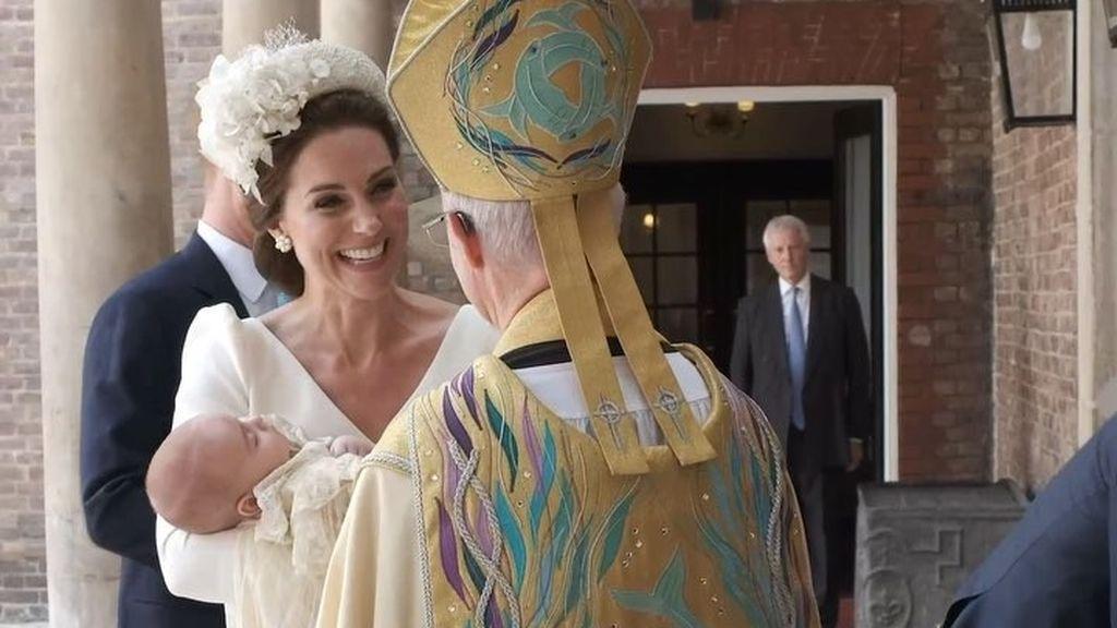 La tía Meghan, flores blancas y mucho protocolo en el bautizo de Louis, el hijo de los Duques de Cambridge
