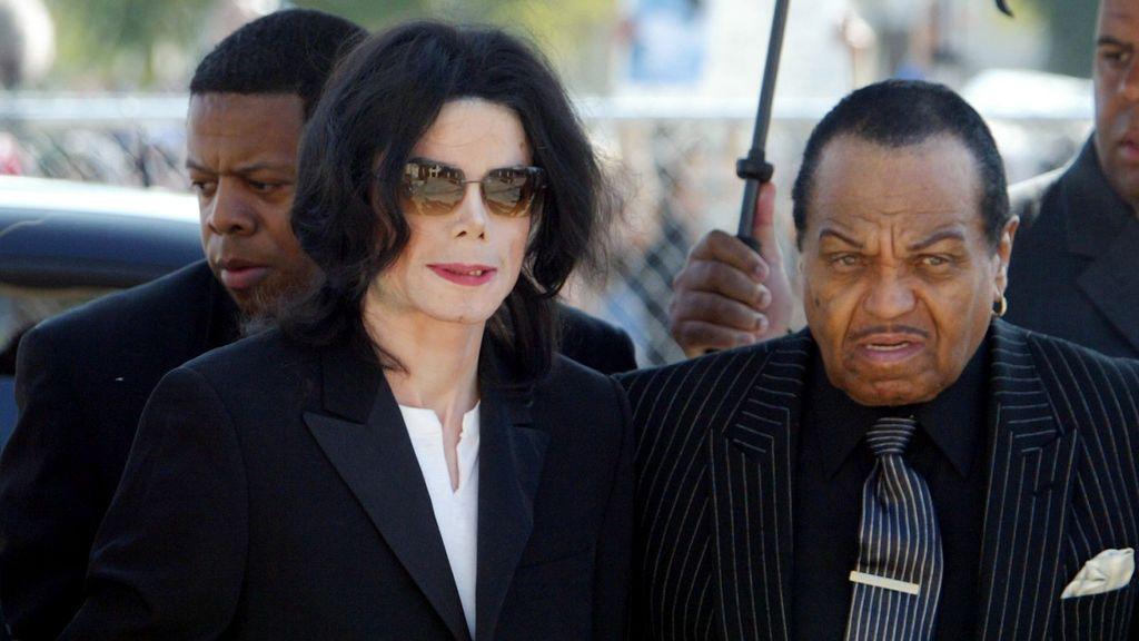 Michael Jackson junto a su padre, Joseph, en una imagen de 2015.